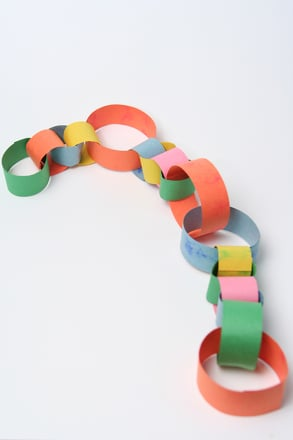 Preschool Reading & Writing Activities: Make a Paper Chain