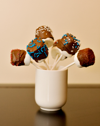 Preschool Holidays & Seasons Activities: Marshmallow Pops