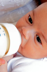Breastfeeding vs. Bottle Feeding: Are You Getting Glares?