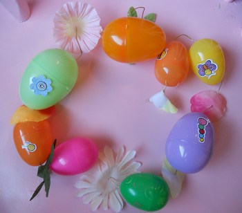 Second Grade Holidays Activities: Easter Egg Garland
