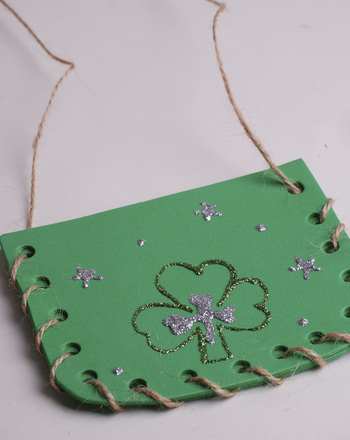 Second Grade Holidays Activities: Shamrock Purse