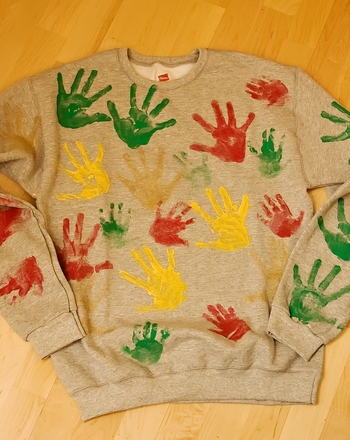 Kindergarten Holidays Activities: Make Grandma and Grandpa Handprint Sweatshirts