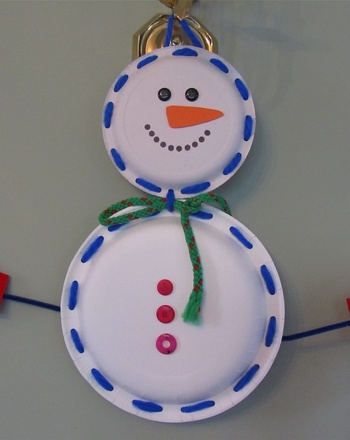 Kindergarten Holidays & Seasons Activities: Lace a Paper Plate Snowman