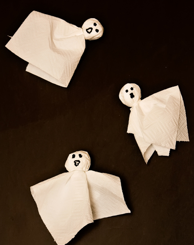 Preschool Holidays Activities: Make Paper Towel Ghosts