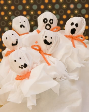 Kindergarten Holidays Activities: Lollipop Ghosts