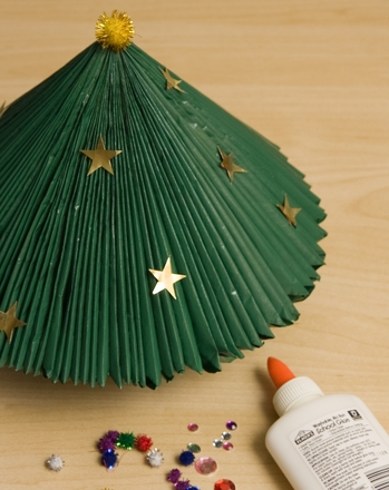 Middle School Holidays & Seasons Activities: Make a Magazine Christmas Tree