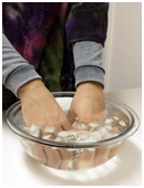 This experiment evaluates whether a personâs dominant hand is more sensitive than their non-dominant hand.