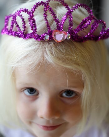 First Grade Arts & crafts Activities: Make a Sparkly Pipe Cleaner Crown