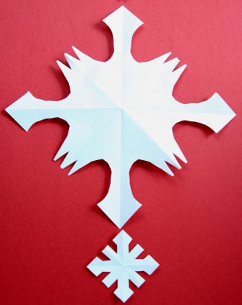 First Grade Holidays & Seasons Activities: How to Make a Paper Snowflake