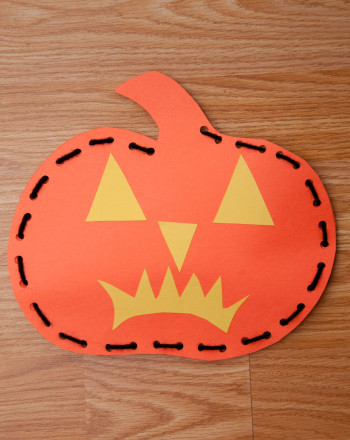 Kindergarten Holidays Activities: Lace a Jack-o'-Lantern