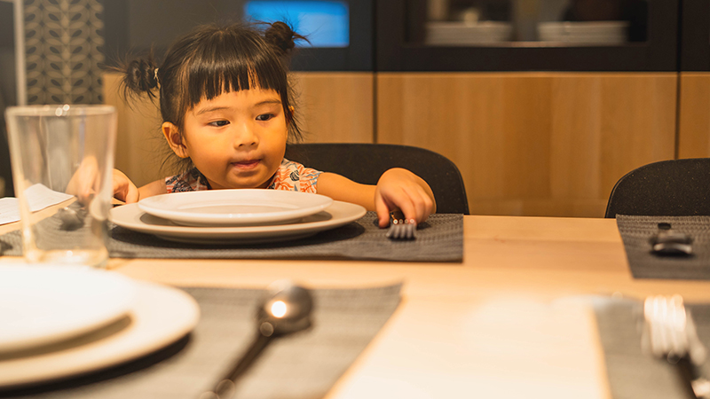 mindful activities to help kids self-regulate during dinner